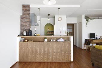 夢だった築古マンションのリノベを実現、ダイニングキッチン、カウンターキッチン