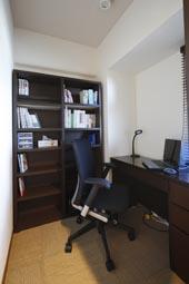 夢だった築古マンションのリノベを実現、書斎