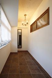 夢だった築古マンションのリノベを実現、玄関、納戸、収納