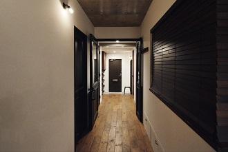 リビングに集う、玄関、廊下