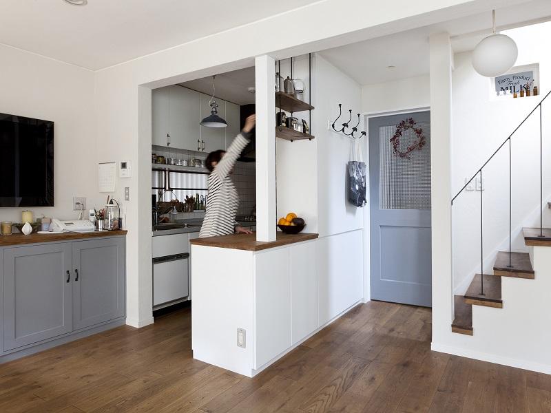 「株式会社 空間社」のリノベーション事例「アンティーク雑貨が揃うカフェのような美しい住空間 – BASC GRAY –」