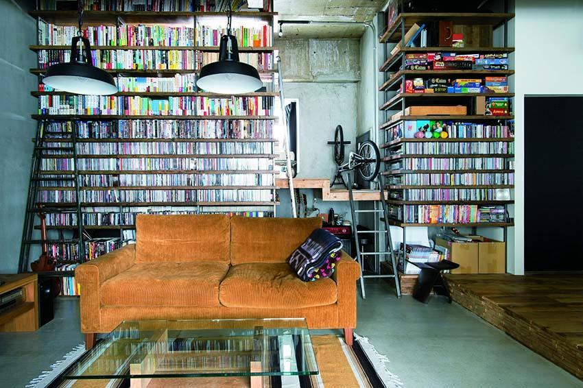 「エイトデザイン」のリノベーション事例「コンクリートむき出しの大空間に仲間が集うバーのような家」