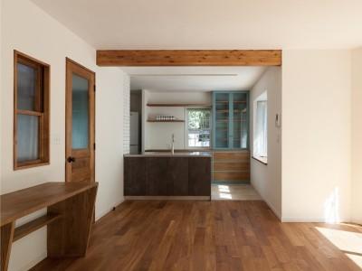 「株式会社 空間社」のリノベーション事例「武蔵野の緑に映える青屋根の家 – jasmin bleu –」