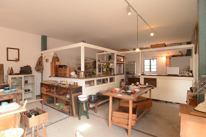 「リノベの最新情報」の「【kousha(コウシャ)】器とカフェと古道具。相乗効果で何倍も楽しい! 越谷の新名所」