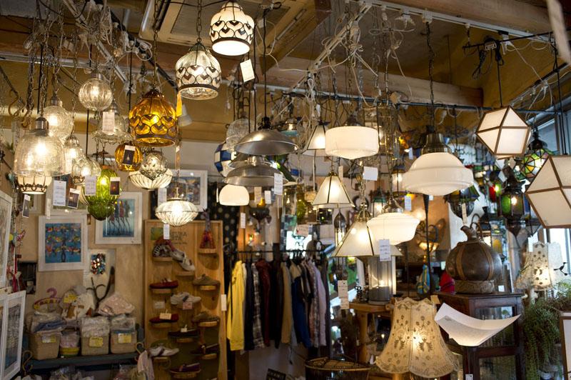 「リノベの最新情報」の「【Lampada(ランパダ)】世界中の照明が集まったミュージアムのようなお店@中野」
