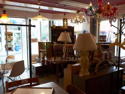 「リノベの最新情報」の「【MILLS(ミルズ)】商店街の暮らしに根ざした、リーズナブルな古家具店@中野」