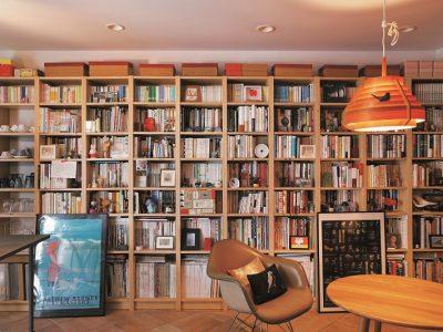 「リノベの最新情報」の「リノベならではの特権!? 天井まで本棚《リノベのトレンドvol.7》」