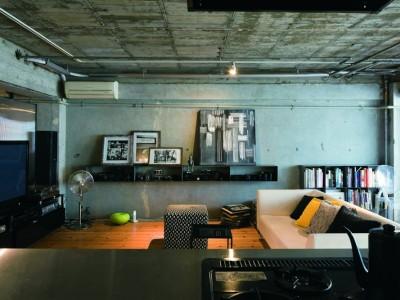「東京リノベ」のリノベーション事例「無機質な素材にアートとグリーンが映える家」