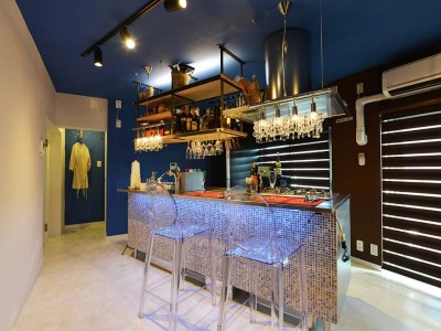 「Beat HOUSE」のリノベーション事例「家の中心におしゃれなバーが! 「団地」×「シングル」のスタイリッシュなリノベ」