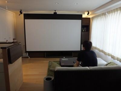 「リノベーション東京」のリノベーション事例「マンションの2住戸をつなげて1住戸に。 シアタールームのようなリビングのある家。」