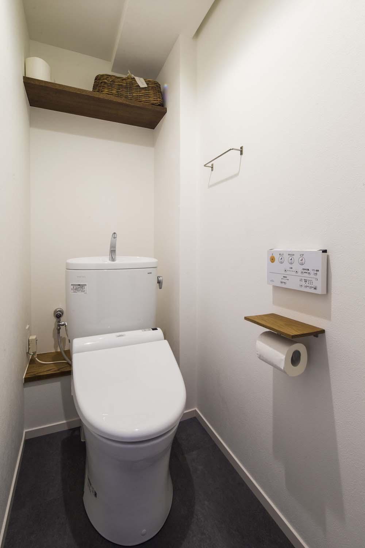 で清潔感のあるトイレ。収納 ...