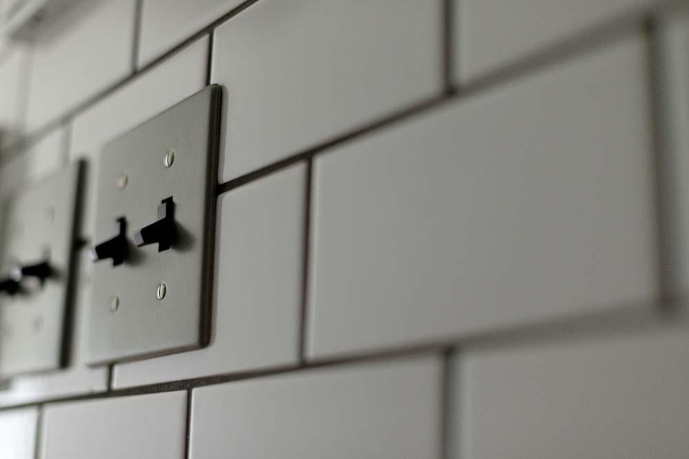 キッチンからつながる廊下の壁 ...