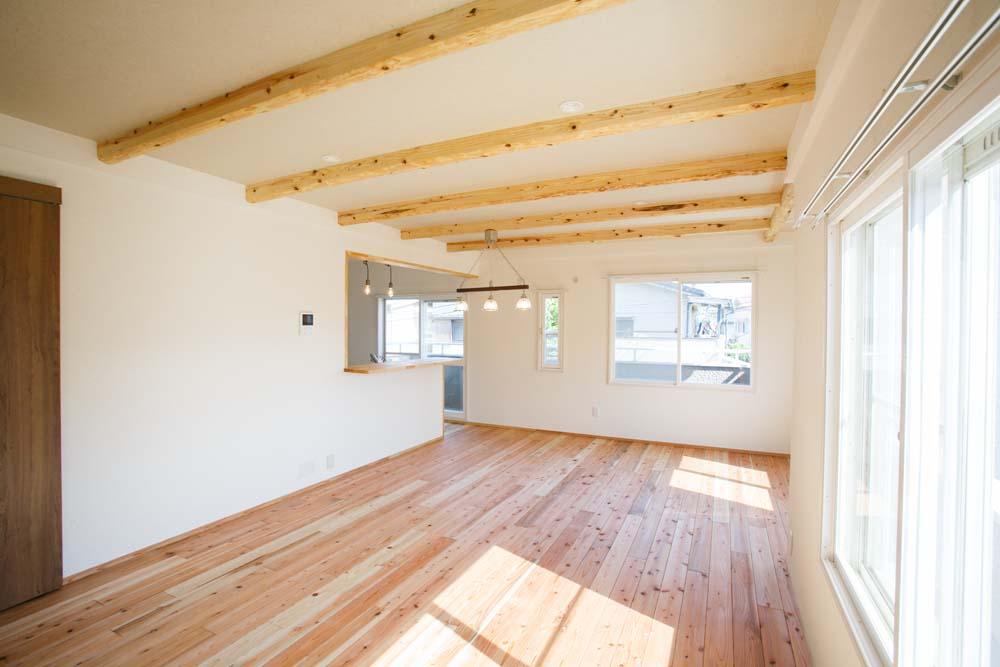 「株式会社駿河屋」のリノベーション事例「厳選素材をリビングと寝室に集中させた健康改善の住まい」