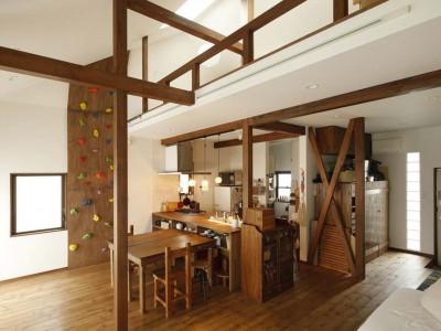 「スタイル工房」の戸建リノベーション事例「横並びの二世帯をつないで耐震補強も! 家族への愛に満ち溢れた家」