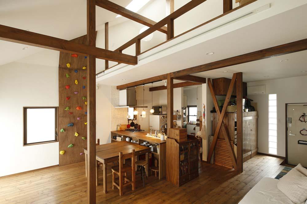 「スタイル工房」のリノベーション事例「横並びの二世帯をつないで耐震補強も! 家族への愛に満ち溢れた家」