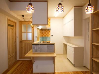 「株式会社駿河屋」のリノベーション事例「チビッコの成長を見守るお気に入りのキッチンの家」