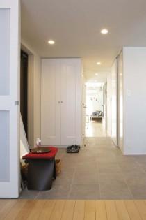 引き戸、玄関ホール、ツインカーボ、タイル床、アズ建設