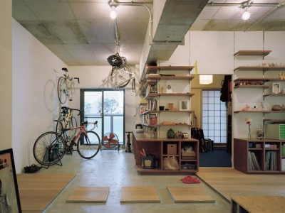 「石井大吾デザイン室一級建築士事務所」のマンションリノベーション事例「自転車、読書、音楽、料理……。 趣味を楽しめる土間が中心にある家。」