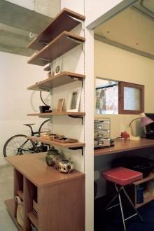 石井大吾、土間、書斎、自転車、コンクリート、モルタル