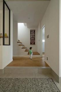 玄関ホール、広々、ワークスペースあり、高い天井、開放感、グラデン