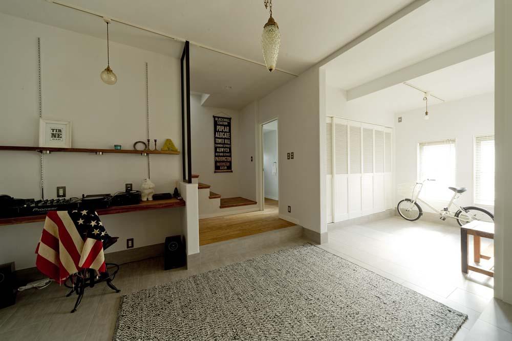 「GLADDEN」のリノベーション事例「暮らし方もデザインも海外仕様。 空間をフレキシブルに使う家」