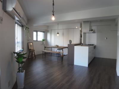 「ROKUSA」のリノベーション事例「ビンテージマンションに住まう~スケルトンからの賃貸フルリノベーション」