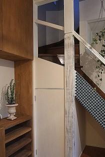 アクセントタイル、階段下、収納、ロクサ株式会社