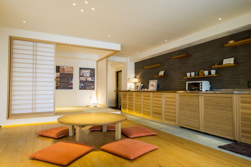「リノベの最新情報」の「駿河屋の宿泊体験型モデルルームで天然素材を実感!」