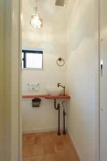 タイル床、トイレ、手洗い場、すむ図鑑
