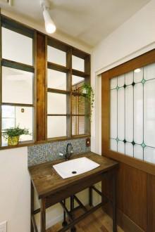 洗面台、ステンドグラス、モザイクタイル、すむ図鑑