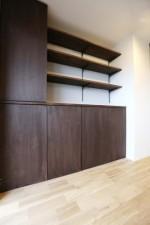 収納棚、造作家具、ウォルナットカラー、たっぷり収納できる、ウッディ、ダイニング、KULABO
