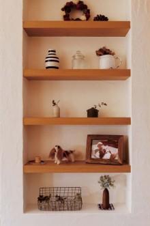 キッチン、飾り棚、漆喰壁、スタイル イズ スティルリビング