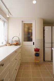 キッチン、たっぷり収納できる、パントリー、タイル、耐水性、スタイル工房