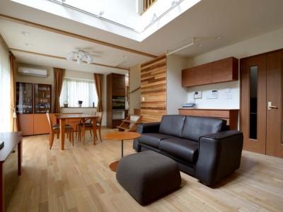 「One's Life ホーム」のリノベーション事例「回り階段とセミクローズキッチンで柔らかな家に」