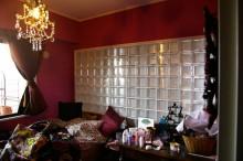 壁紙、ガラスブロック、採光、シャンデリア、スタイル イズ スティルリビング
