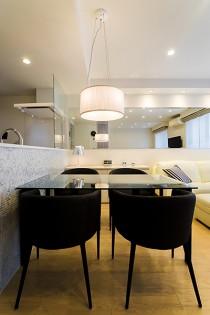 カラステーブル、キッチン、壁、QUALIA、クオリア