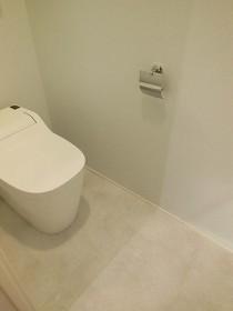 トイレ、清潔感、白、rokusa