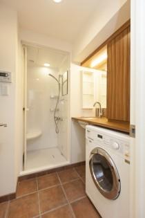 洗面、脱衣室、シャワー室、タイル、壁、リノベーション東京
