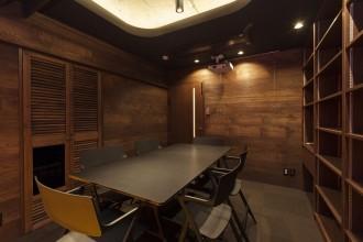 会議室、ナラ突板貼り、造作、本棚、リノベーション東京