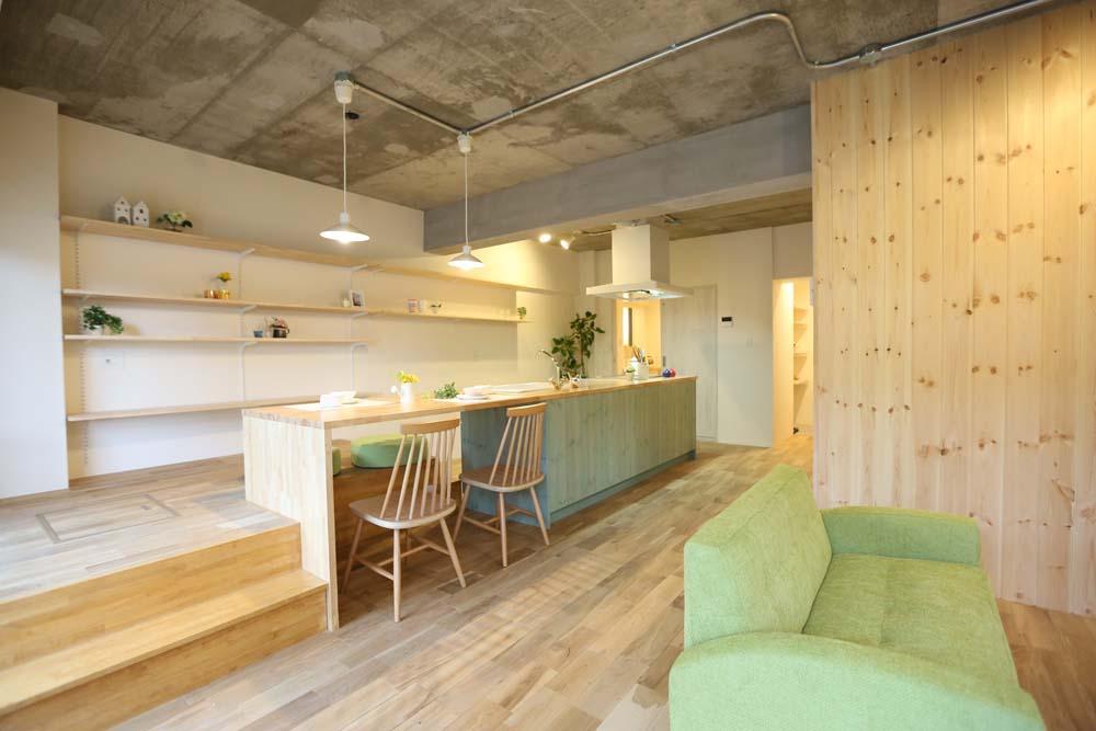 「リノベーションスタジオKULABO (クラボ)」のリノベーション事例「キッチンが出迎える家」