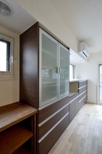 食器棚、キッチン収納、小窓、すむ図鑑
