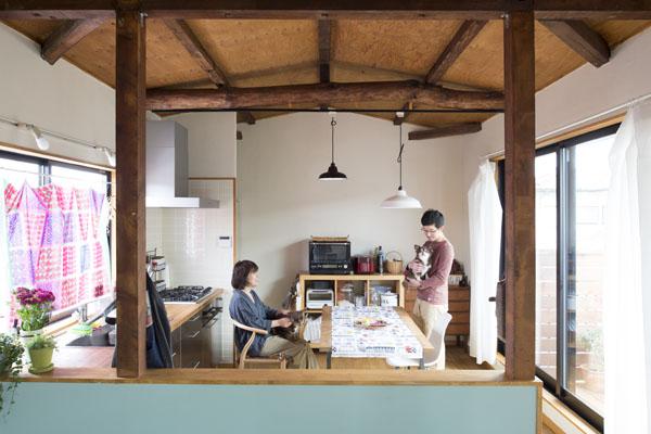「株式会社リビタ」のリノベーション事例「築46年の戸建てを無垢な素材感と DIYで好みのテイストに」
