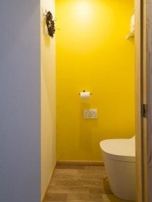 壁面塗装、アクセント、カラー、トイレ、株式会社リビタ