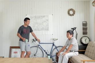リビング、自転車、ディスプレイ、板張り、白、デンプラスエッグ