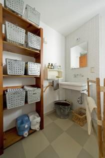 洗面、モザイクタイル、壁、小棚、木製、デンプラスエッグ