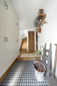 石張り、玄関、収納、シューズボックス、飾り棚、デンプラスエッグ