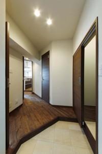 玄関、タイル、床、玄関収納、鏡、すむ図鑑