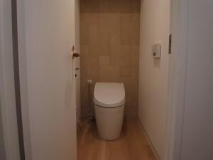 エコカラット、トイレ、タイル壁、ロクサ・rokusa