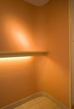 玄関、入り口、飾り棚、間接照明、アクセントクロス、リノベーション東京