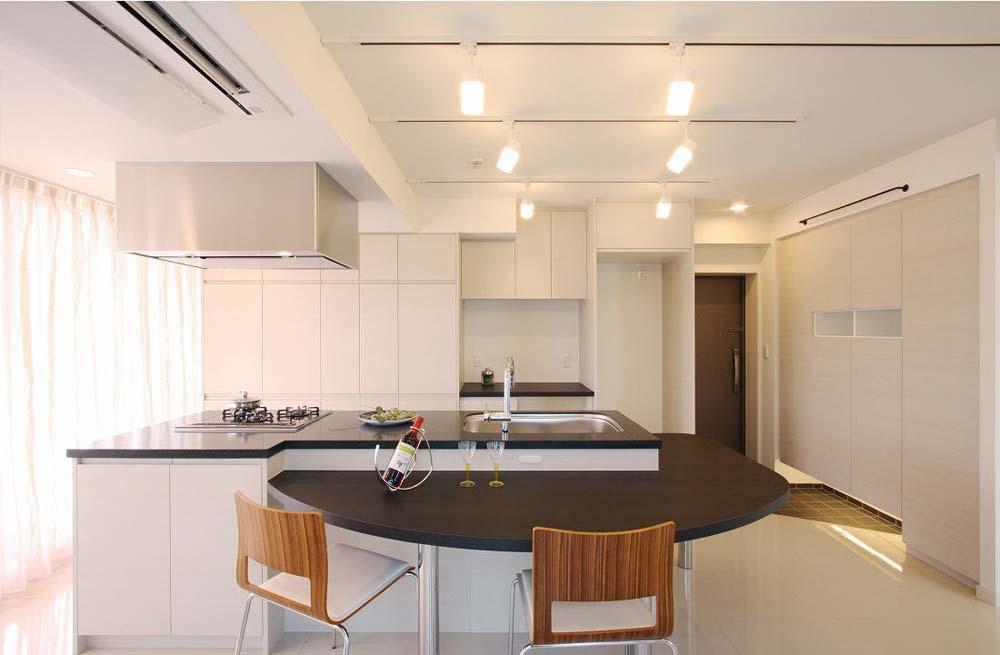 「株式会社 アレックス」のリノベーション事例「玄関を入るとすぐ「自慢のキッチン」がある家」